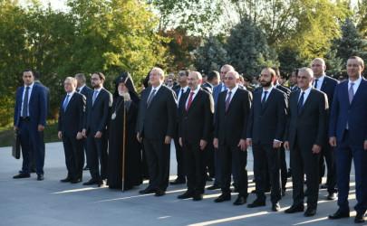 ՀՀ անկախության օրվա առթիվ Հայաստանի և Արցախի պաշտոնատար անձինք այցելել են «Եռաբլուր»