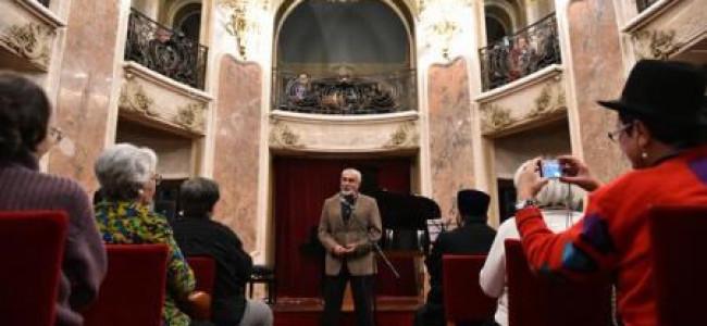 """AGERPRES / """"Cartea poemelor mele nescrise"""", un volum de Varujan Vosganian, lansat la Palatul Cantacuzino"""