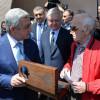 EREVAN / Președintele armean a înmânat cheia  Muzeului  Aznavour lui Charles Aznavour