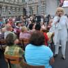 BACĂU / Recitalul Corinei Chiriac a entuziasmat Piaţa Tricolorului