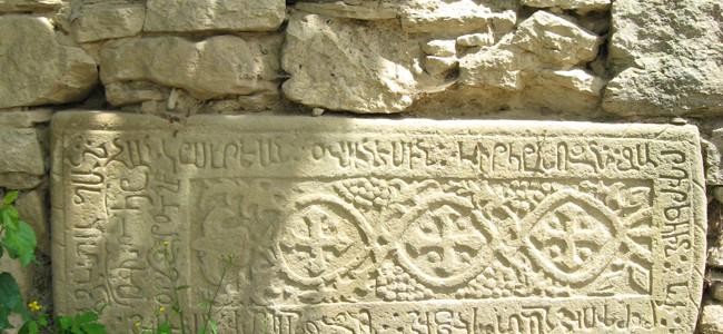 RESTITUIRI / Despre inscripțiile armenești din Bucovina, într-o carte publicată de prof.dr. EUGEN A. KOZAK,  la 1903