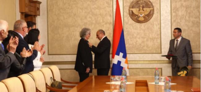 ARȚAKH / Premiu pentru dr.Carolann Najarian, medic și filantrop