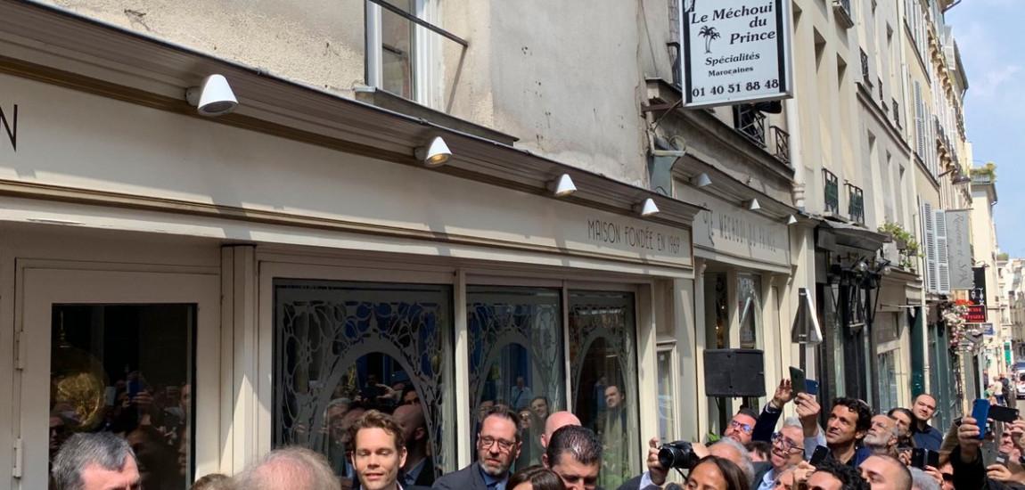 PARIS / O placă, în memoria  lui Charles Aznavour, a fost dezvelită  pe strada Monsieur le Prince