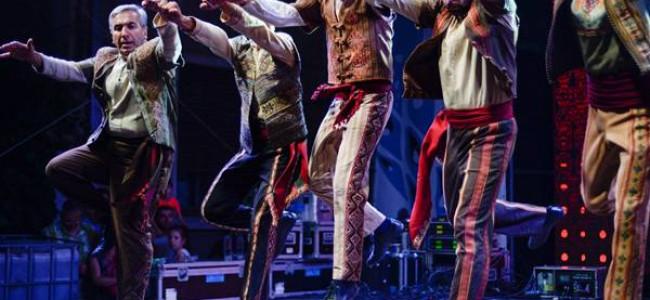 Ansamblul armenesc de cântece și dansuri tradiționale Karin vine la Mamaia