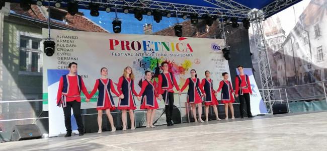 PROETNICA / Dansatorii armeni  au cucerit din nou Cetatea  Sighişoara
