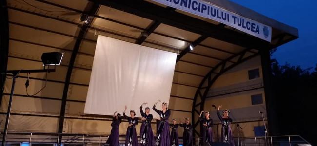 """TULCEA /   Ansamblul de dansuri armenești """"Nairi"""" la Festivalul  Interetnic"""