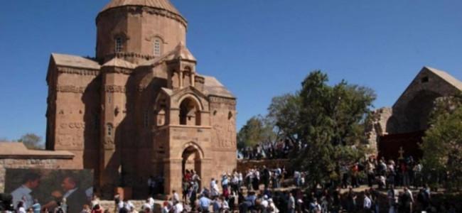 CREDINȚĂ / Astăzi, 8 septembrie, Liturghia Armeană se va oficia în biserica Sfânta Cruce de pe insula Akhtamar, pe lacul Van