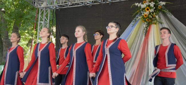 """BUDAPESTA / Ansamblul de dansuri  armeneşti  """"Hayakaghak"""" a participat la Zilelor Culturale din Pesterzsébet"""