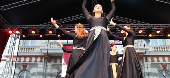 BACĂU /  Ansamblul Nairi din Constanța la Festivalul Hayastan