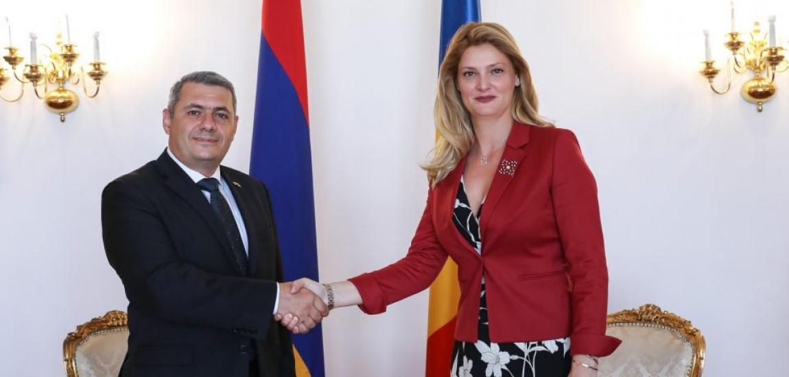 """De Ziua Națională, E.S. SERGEY MINASYAN, ambasadorul Armeniei la București, declară că: """"avansul considerabil al relațiilor româno-armene, într-o serie întreagă de domenii, a adus în acest an națiunile noastre mult mai aproape."""""""