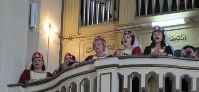 """Corul  armenilor gherleni invitat la hramul bisericii """"Sf.Elisabeta"""" din Dumbrăveni"""