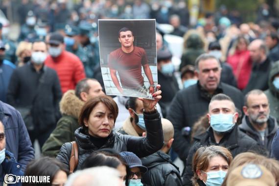 EREVAN / Demonstrație pentru găsirea soldaților dispăruți în Nagorno- Karabakh