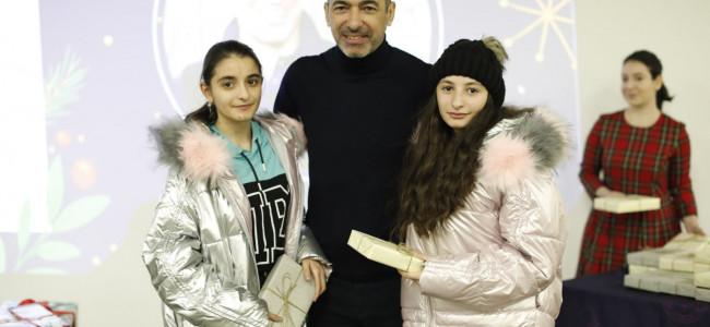 ARMENIA / Yuri Djorkaeff  a petrecut ziua de Crăciun alături de copii din Arțakh