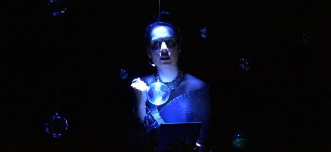 SPECTACOL pe ZOOM / Armine Vosganian joacă rolul futuristei Anna Assadour și ne invită la GENERAȚIA 200 ( versiune test nr. 2, în limba română)