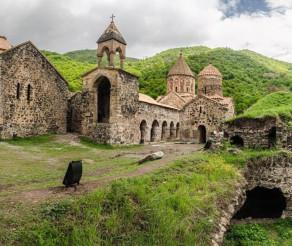COMORILE DIN ARȚAKH: DADIVANK – un splendid complex monahal