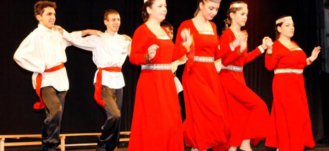 Spectacolul ansamblului de cîntece şi dansuri armeneşti din Şumen (Bulgaria)