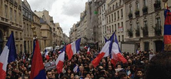 Franţa a adoptat pedepsirea negării genocidului armean, riscând amplificarea crizei cu Turcia