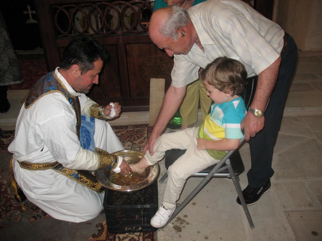 7. Preotul Kricor spal_ picioarele copiilor, 1