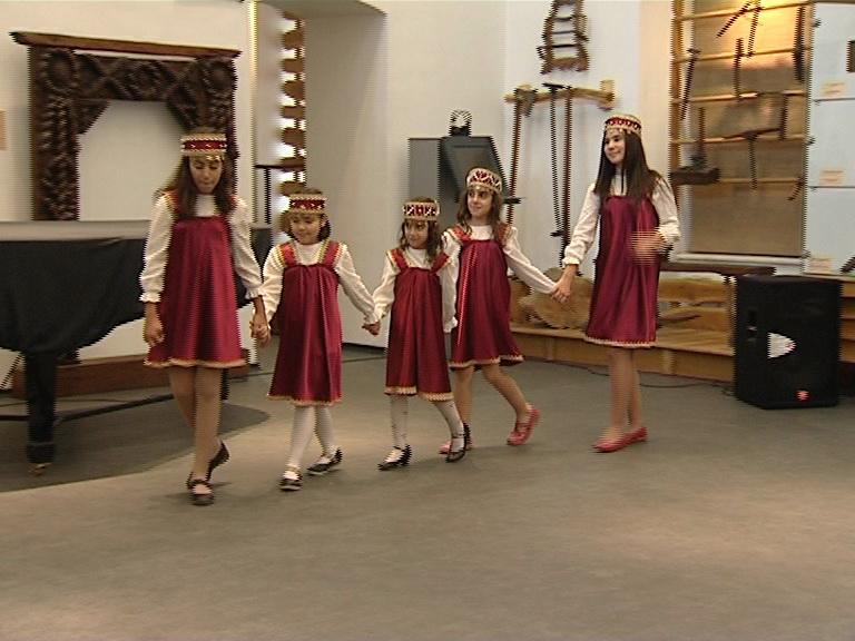 dansatoare mici 3