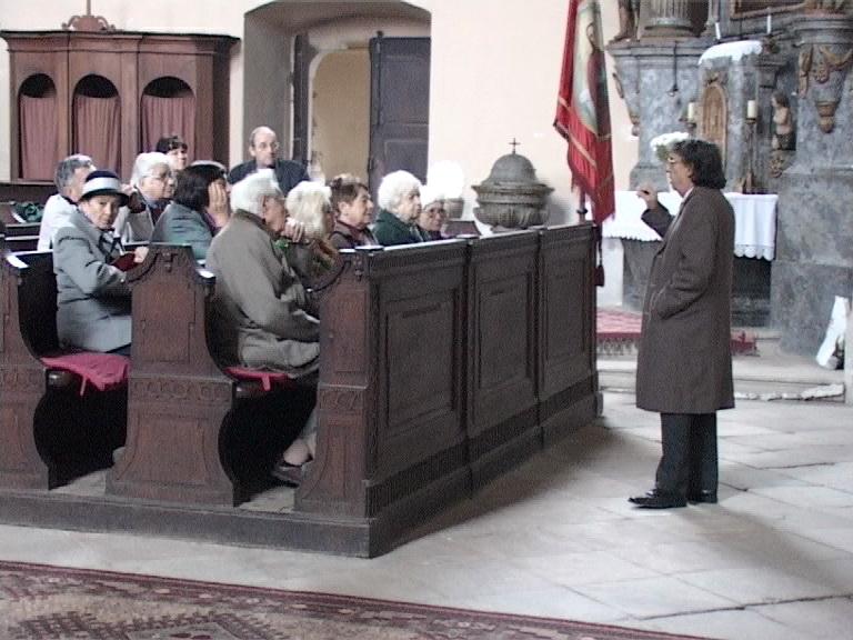 ascultand explicatiile din catedrala