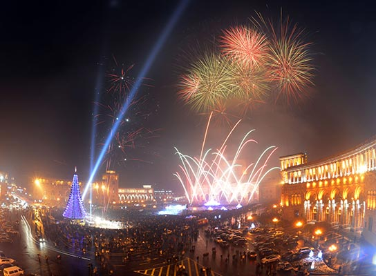 xmas-tree-yerevan-republic-square-new-year