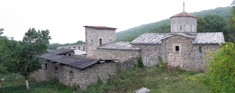 800px-Surb-Khach_monastery,_Staryi_Krym,_Ukraine