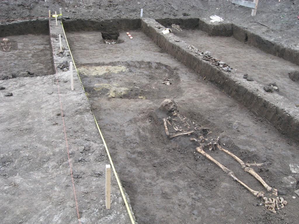 Morminte decopertate în vechiul cimitir armenasc al Bisericii Sf. Simion (1)
