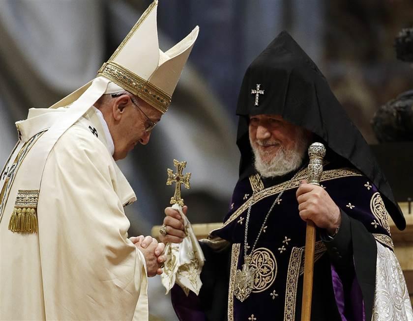 150412-pope-francis-armenian-priest-809a_e4c8264733e2b1d53a512345119fa5ec.nbcnews-ux-840-700
