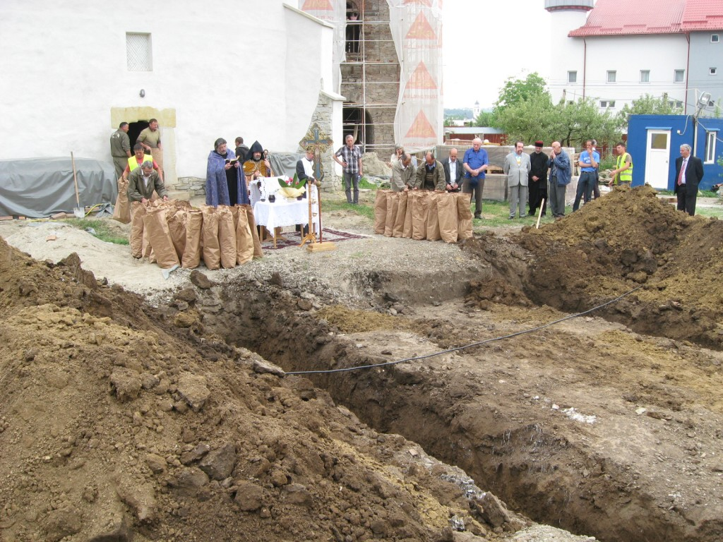 Osemintele dezgropate în cimitirul armenesc Sf. Simion au fost reînhumate (2)