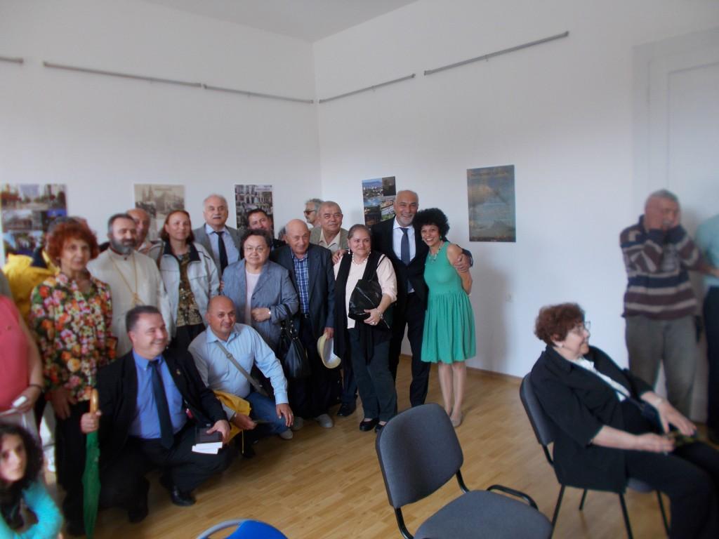 Grup de armeni din Moldova, impreuna cu gazdele manifestarilor din 20 iunie