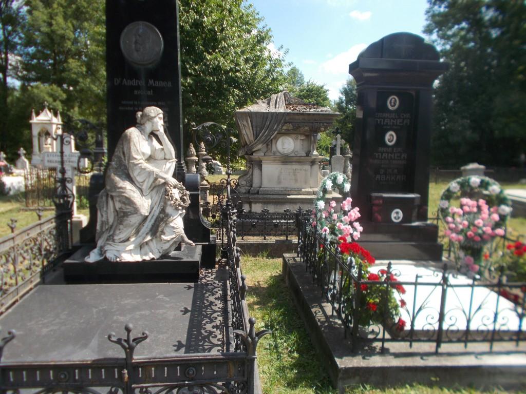 6. Monumentele funerare Andrei Manea, Cristea Manea si Emanuel Manea din cimitirul armean din Botosani