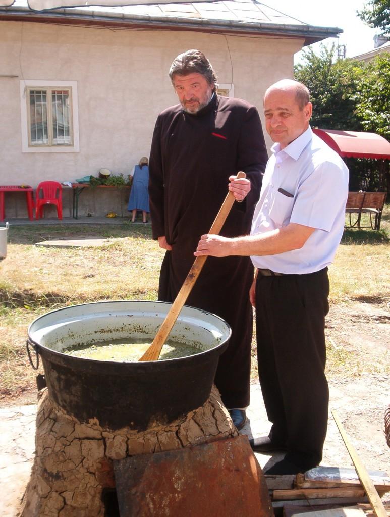 Zarzavatul tocat se fierbe în lapte acru