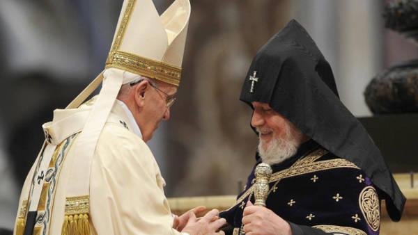 Francisco-patriarca-Karekin-II-EFE_CLAIMA20150412_0049_27