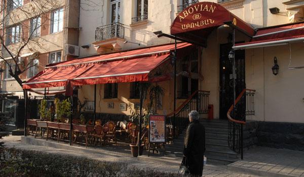 parisian-cafe