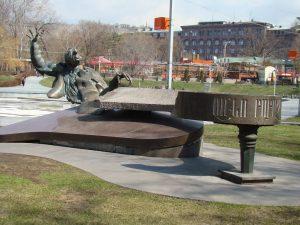 statuia-lui-arno-babajanyan