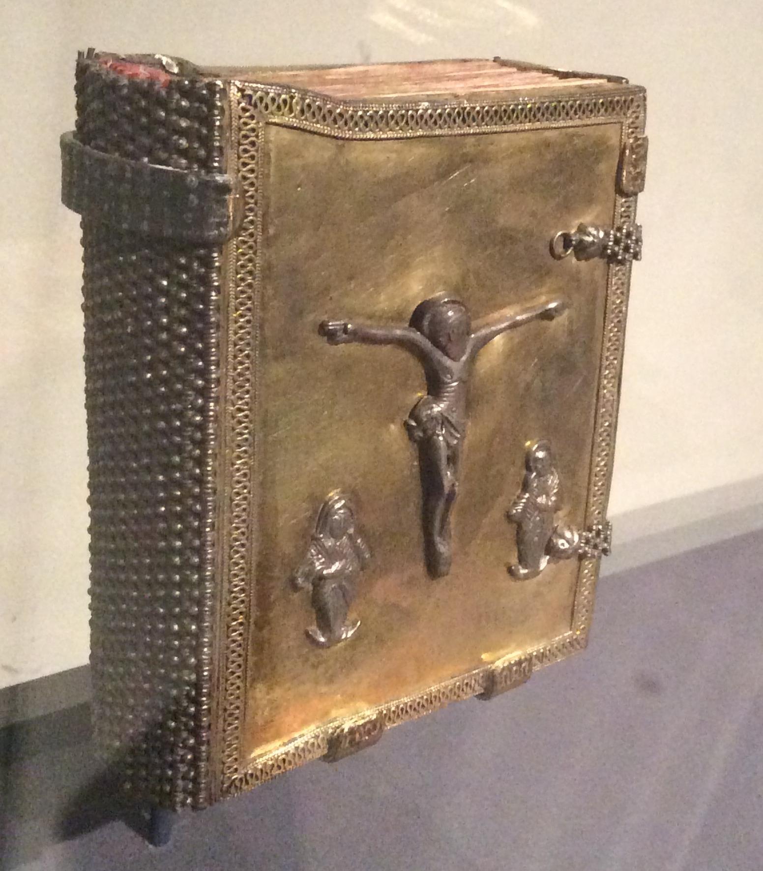 Fig.22. Evanghelie cu coperti de argint aurite, secolul XVII .
