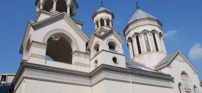 PROGRAMUL SLUJBELOR DE PAȘTE ÎN CADRUL EPARHIEI ARMENE DIN ROMÂNIA