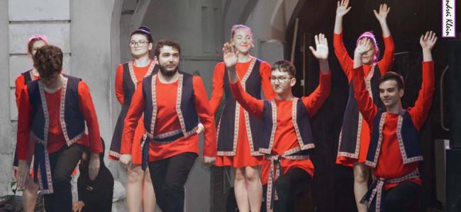 """CLUJ / Dansatorii gherleni  – mare succes la Festivalul  """"Curtea armenească"""""""