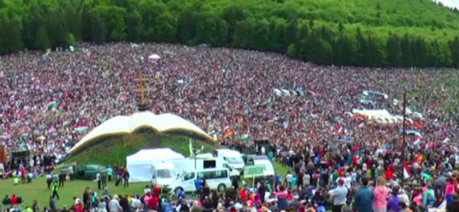 CREDINȚĂ / Armenii  gherleni au sărbătorit Rusaliile la Şumuleu Ciuc