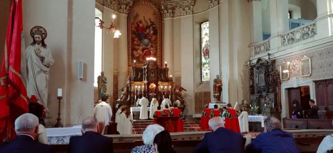 CREDINȚĂ / Armenii gherleni au primit textul predicii acasă