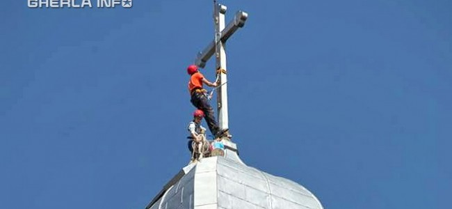 GHERLA / Acoperişul  Catedralei Armeneşti în plin proces de reabilitare