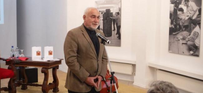 DESTEPTAREA.RO / Provocări colocviale în Spectacolul cărţii, cu poetul şi eseistul Varujan Vosganian