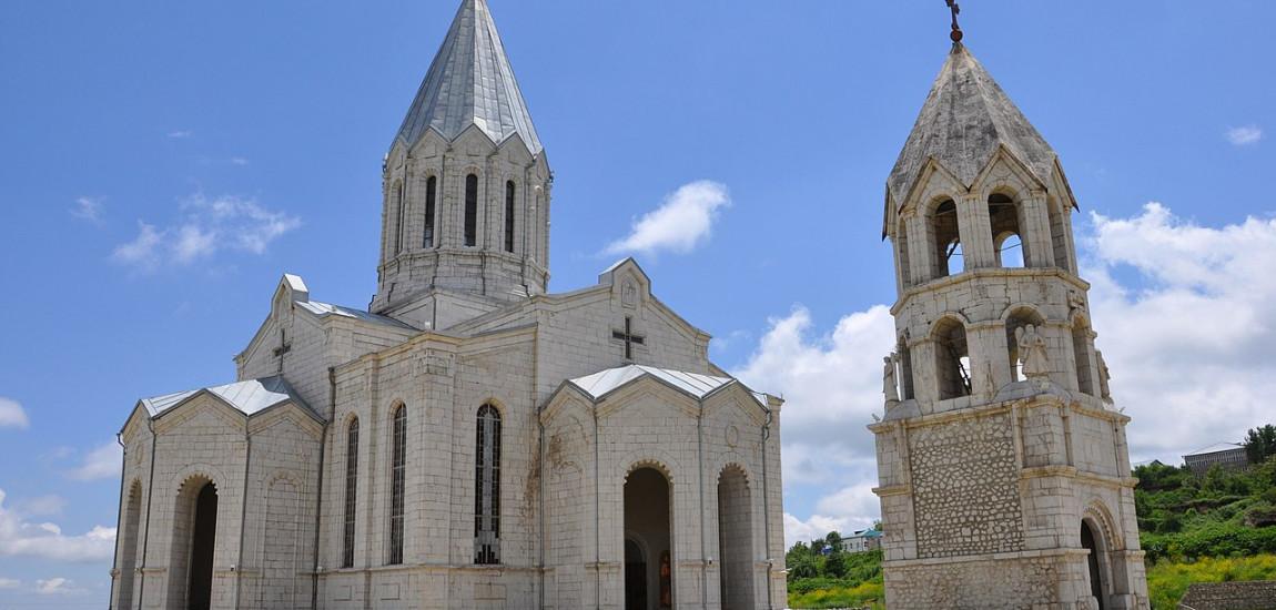 COMORILE DIN ARȚAKH: Orașul Șuși și podoabele lui – Biserica Ghazancețoț și Defileul Hunot