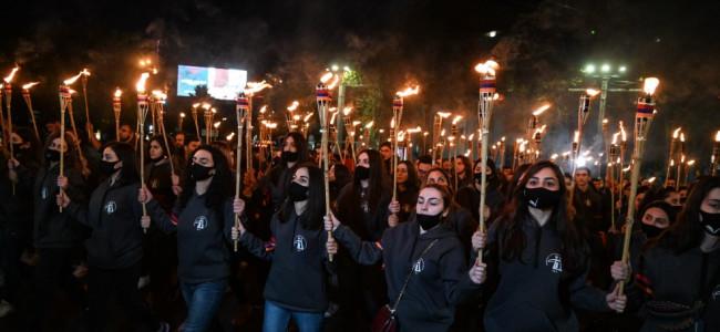 EREVAN / Aproape 10.000 de persoane au mărșăluit  pentru a comemora genocidul