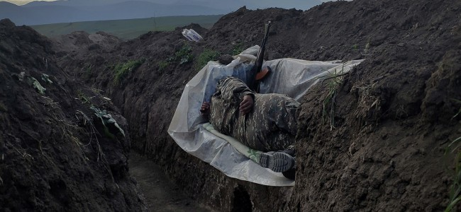 "World Press Photo / Vaghinak Ghazaryan premiat pentru fotografia  ""Soldat în repaus"""