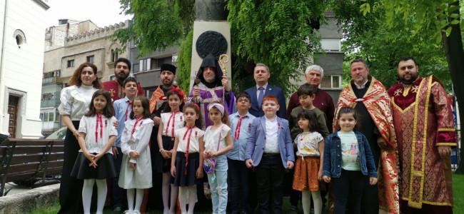 Reînnoirea legământului în fața monumentului Generalului Andranic Ozanian din curtea Catedralei Armene din București