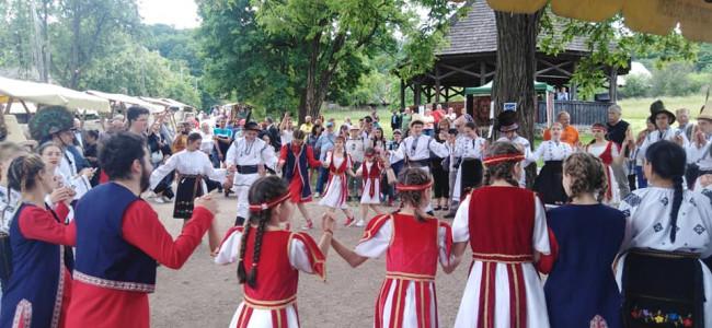 """Festivalul """"Curtea Armenească"""" devine cartea de vizită a armenilor din Cluj"""