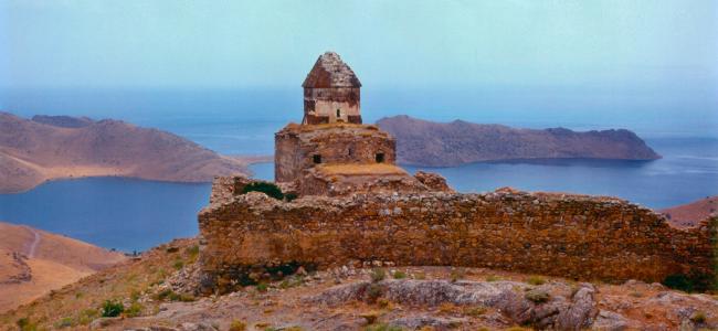 PATRIMONIU | Complexul monahal armean  Sfântul Toma (Surp Tovmas) din Van (Armenia de Vest) a fost transformat în grajd