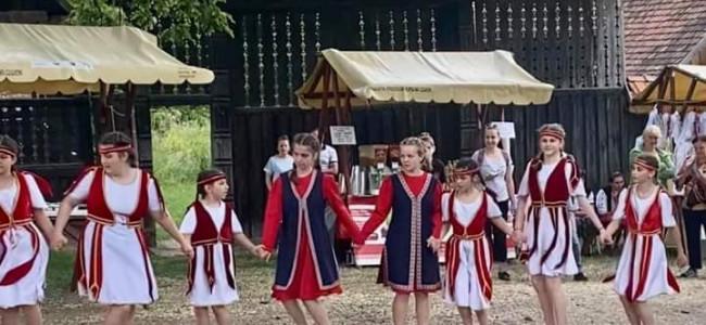 """Tinerii gherleni la Festivalul""""Curtea Armenească"""""""