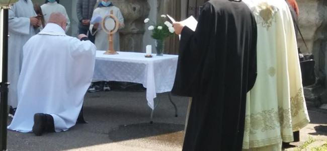 CREDINȚĂ   Armenii gherleni în procesiune euharistică
